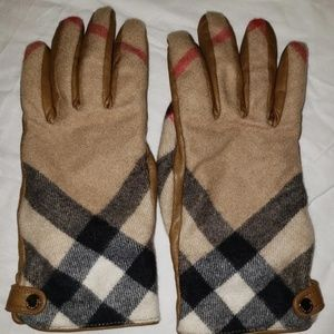 Authentic Cashmere Burberry Gloves Size 7.5